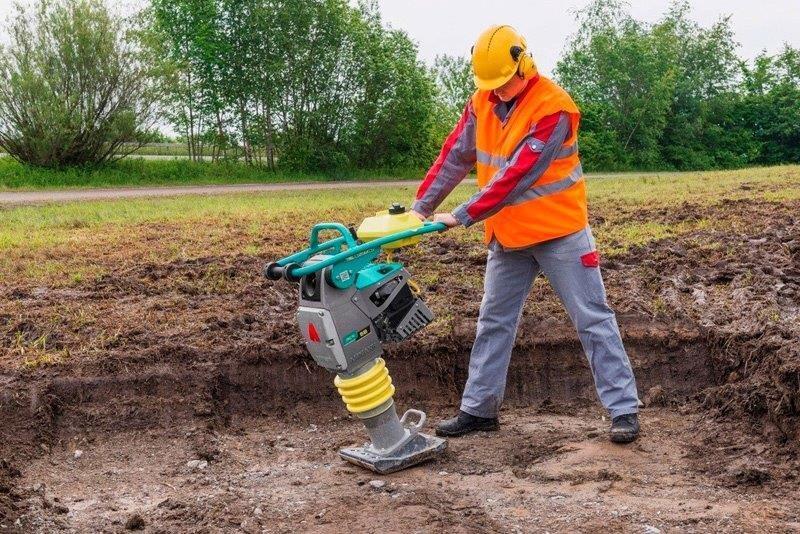 Locação de compactador de solo tipo sapo